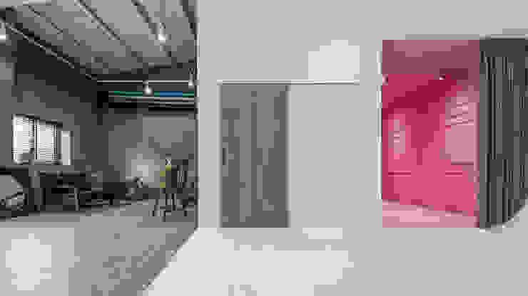 de 漢玥室內設計 Industrial Compuestos de madera y plástico