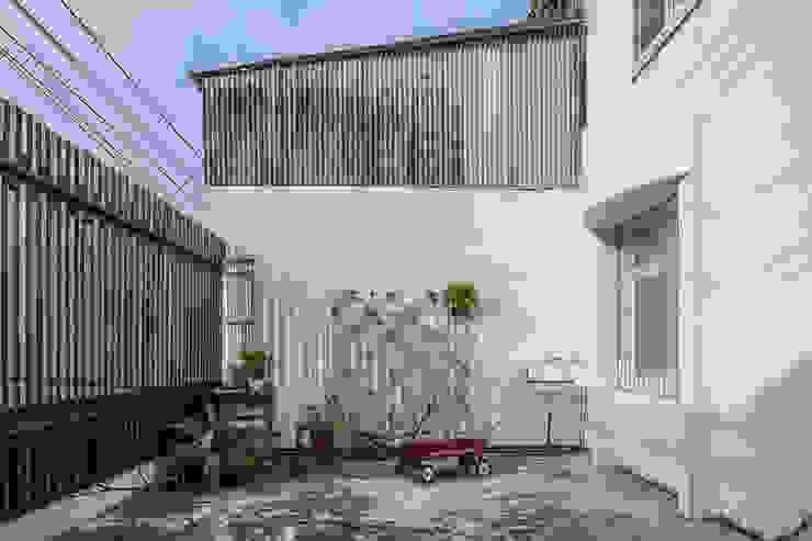 Balcones y terrazas de estilo rural de 漢玥室內設計 Rural Vidrio