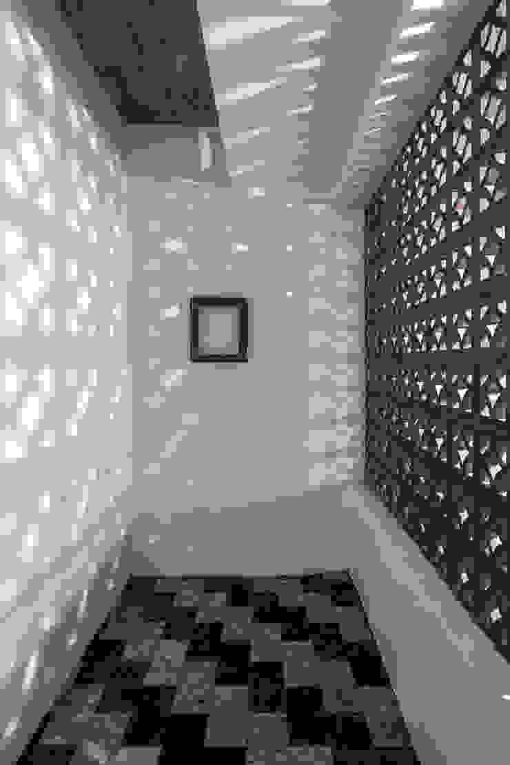 Pasillos, vestíbulos y escaleras de estilo asiático de 漢玥室內設計 Asiático Hormigón