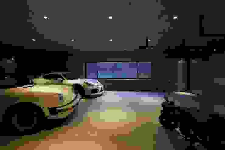 Garasi Modern Oleh キューボデザイン建築計画設計事務所 Modern