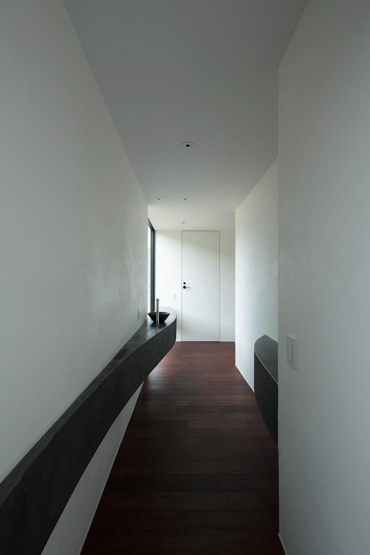 Koridor & Tangga Modern Oleh キューボデザイン建築計画設計事務所 Modern
