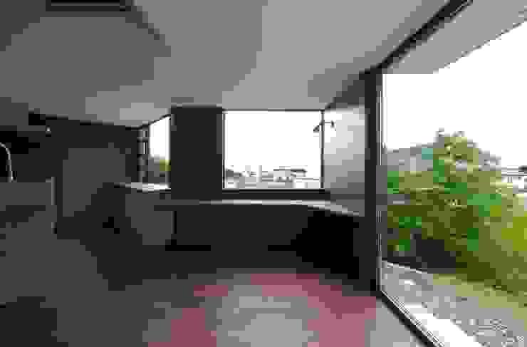 Ruang Makan Modern Oleh キューボデザイン建築計画設計事務所 Modern