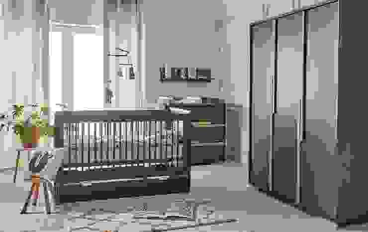 """Babyzimmer """"Spring"""" komplett in grau mit 3-türigem Schrank : modern  von QMM TraumMoebel,Modern"""