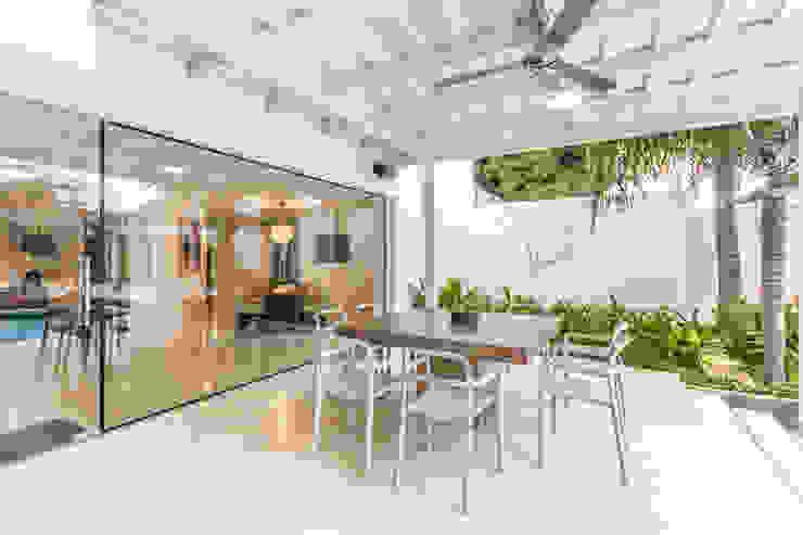 TERRAZA Balcones y terrazas de estilo moderno de Design Group Latinamerica Moderno