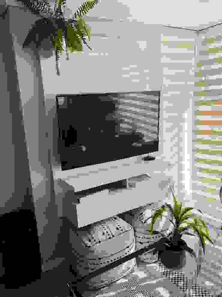 Rack tv lacado Livings de estilo moderno de Oscar Saavedra Diseño y Decoración Spa Moderno