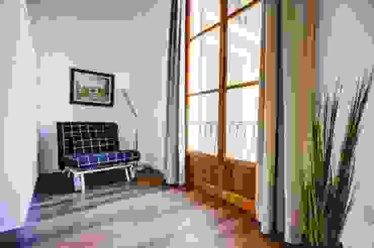 zona de descanso Pasillos, vestíbulos y escaleras de estilo minimalista de FOCUS Arquitectura Minimalista