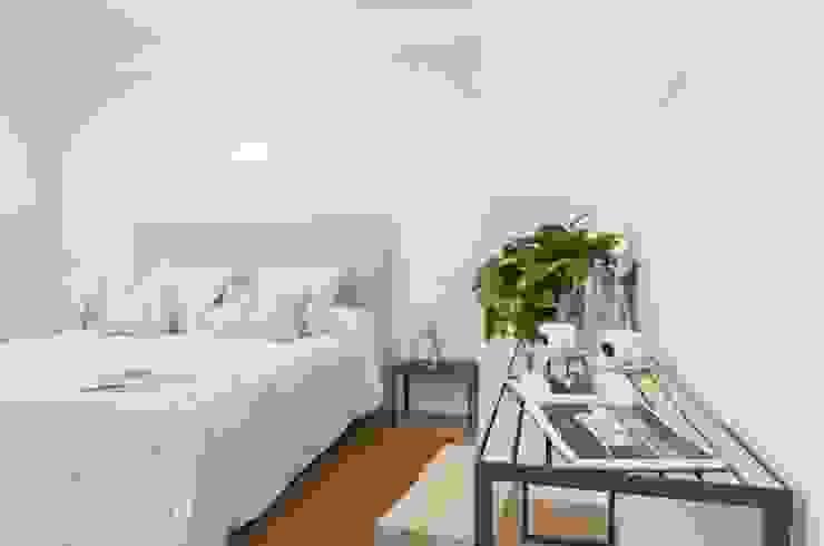 Reforma Hotel Cala San Vicente. Habitación Dormitorios de estilo escandinavo de FOCUS Arquitectura Escandinavo