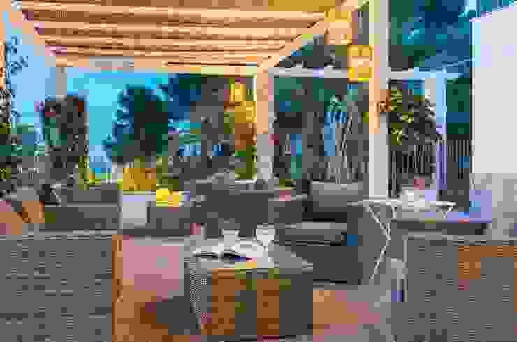 Reforma Hotel Cala San Vicente. Lounge bar Balcones y terrazas de estilo escandinavo de FOCUS Arquitectura Escandinavo
