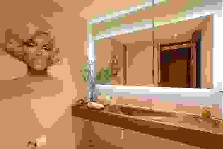 Baños de estilo moderno de Concepto Taller de Arquitectura Moderno