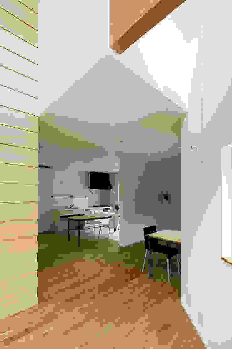 Minimalistische Esszimmer von HAMADA DESIGN Minimalistisch