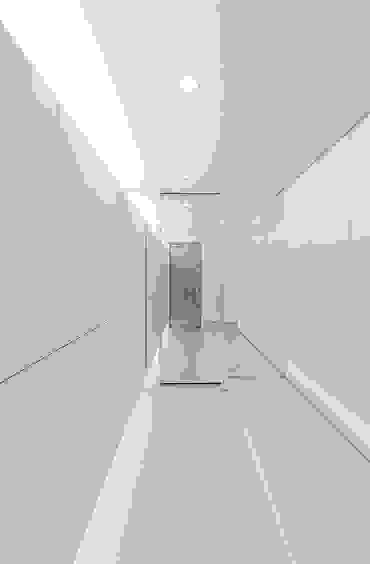 玄関 モダンスタイルの 玄関&廊下&階段 の HAMADA DESIGN モダン