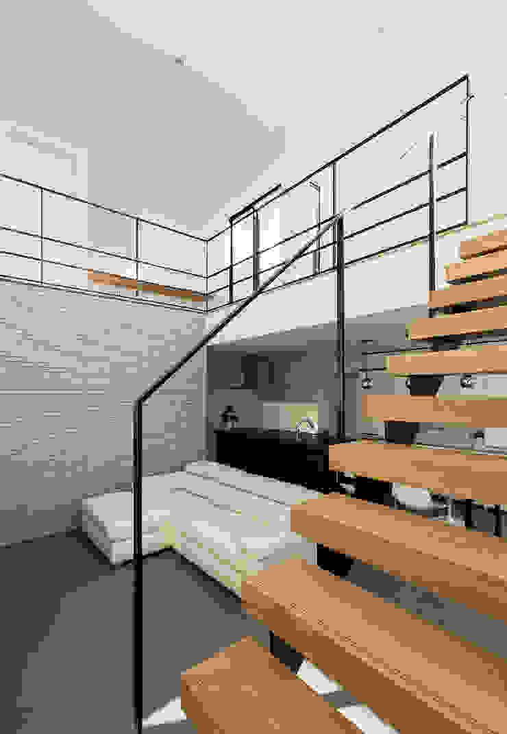 階段 の HAMADA DESIGN モダン