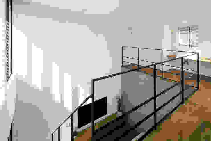 2階廊下 モダンスタイルの 玄関&廊下&階段 の HAMADA DESIGN モダン