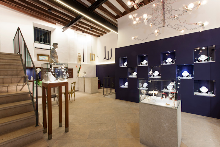 ZONA EXPOSICION Salones de estilo minimalista de FOCUS Arquitectura Minimalista