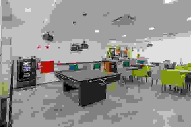 Bar Hotéis modernos por Versatilis Inovação Design Moderno