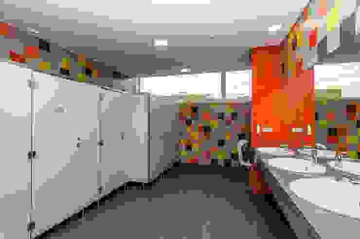 Balneário Feminino Hotéis modernos por Versatilis Inovação Design Moderno