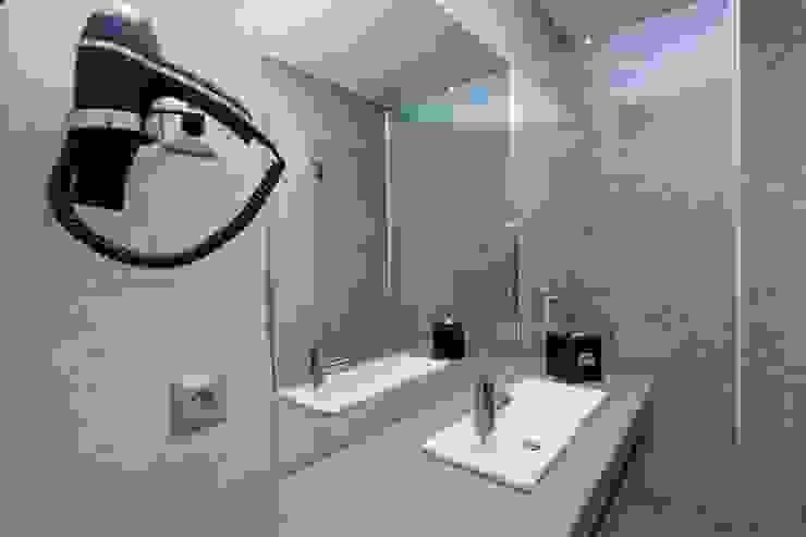 Wc Privado Hotéis modernos por Versatilis Inovação Design Moderno
