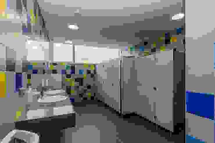 Balneário Masculino Hotéis modernos por Versatilis Inovação Design Moderno