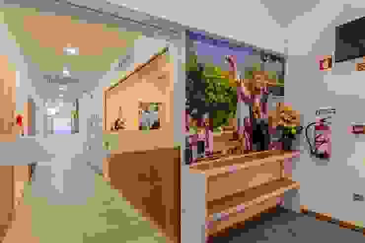 Entrada Hotéis modernos por Versatilis Inovação Design Moderno