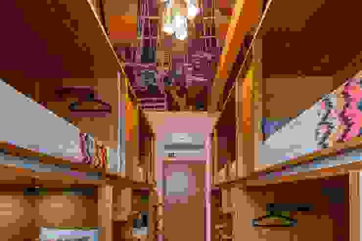 Quarto Partilhado Hotéis modernos por Versatilis Inovação Design Moderno