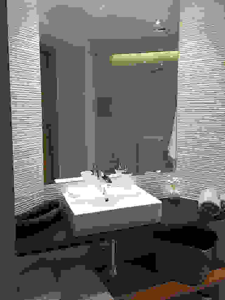 GARLIC arquitectos Modern bathroom