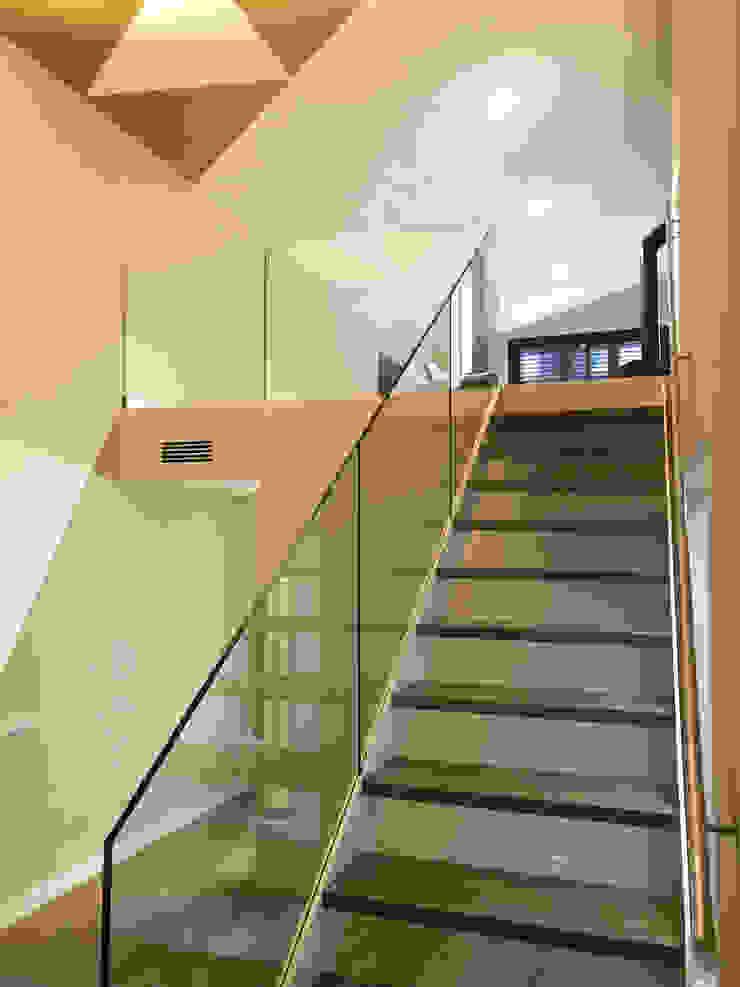 Detalle escalera interior GARLIC arquitectos Escaleras
