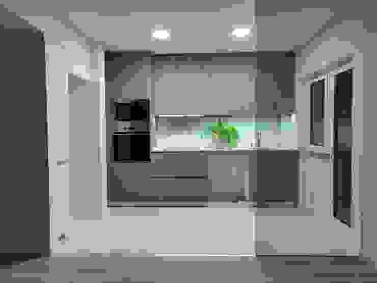 C evolutio Lda Small kitchens Wood Grey