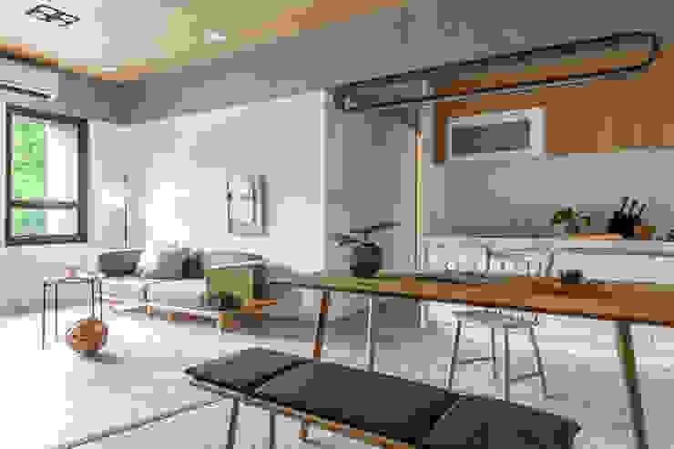 Scandinavian style dining room by 寓子設計 Scandinavian