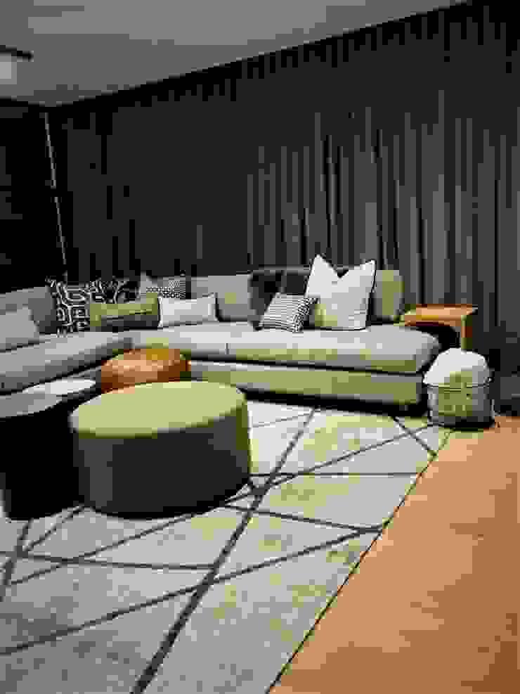 4: modern  by Duvenci Interiors, Modern Cotton Red