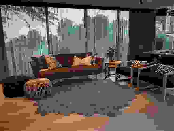 4: modern  by Duvenci Interiors, Modern Leather Grey