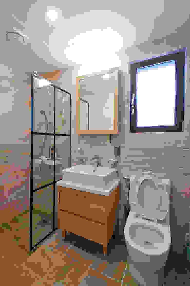 1층 욕실 스칸디나비아 욕실 by 위드하임 북유럽