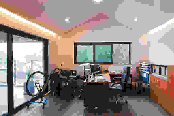 2층 가족실 스칸디나비아 서재 / 사무실 by 위드하임 북유럽