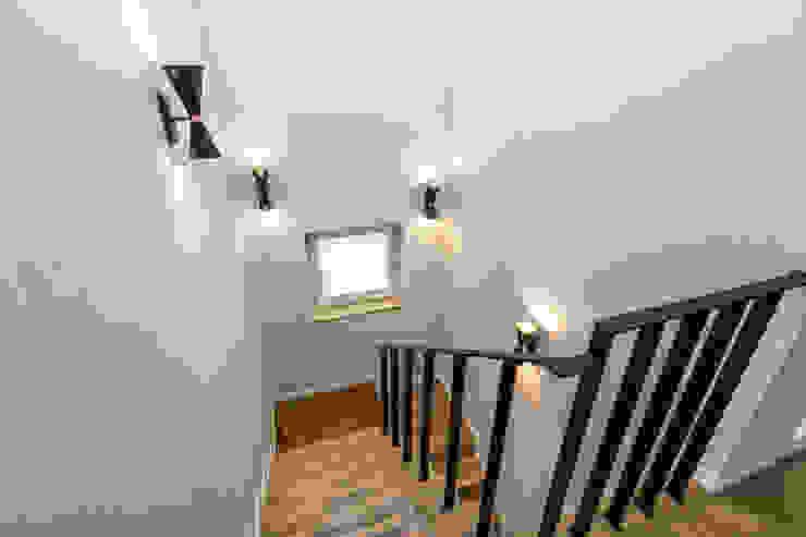 분위기있는 계단실 by 한글주택(주) 클래식