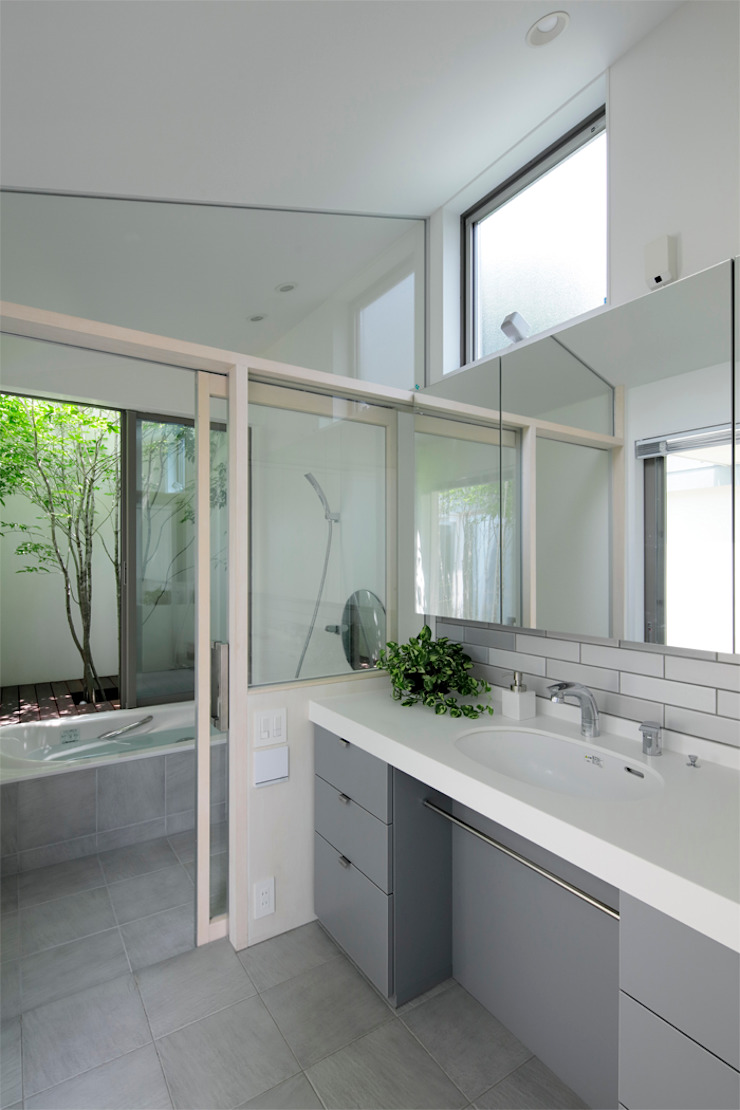 相生の家 モダンスタイルの お風呂 の arc-d モダン