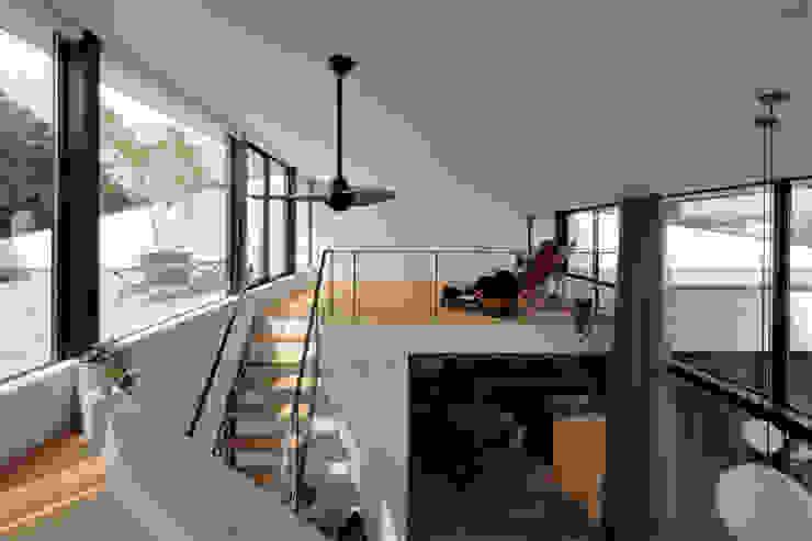 鹿の家 モダンデザインの リビング の arc-d モダン