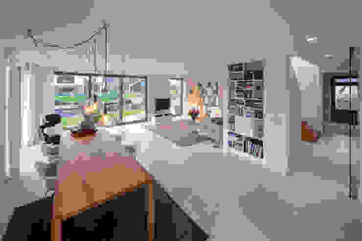 KAVEL 20 | Nieuwkoop Moderne woonkamers van JADE architecten Modern
