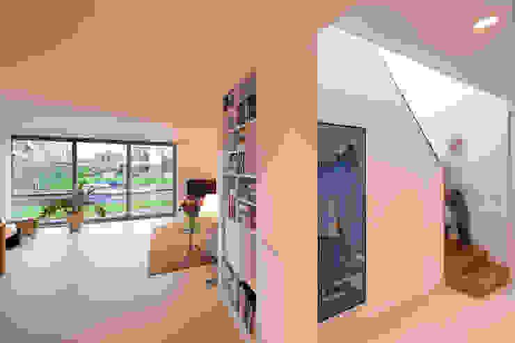 KAVEL 20 | Nieuwkoop Moderne gangen, hallen & trappenhuizen van JADE architecten Modern