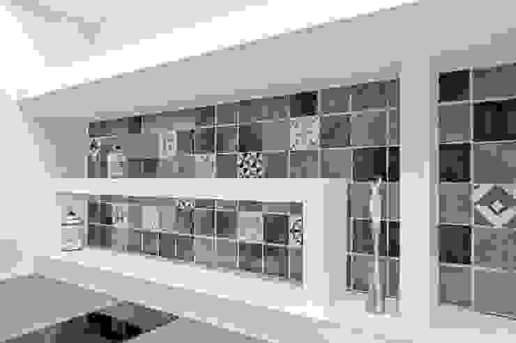 Luca Bucciantini Architettura d' interni Petites cuisines Tuiles Gris