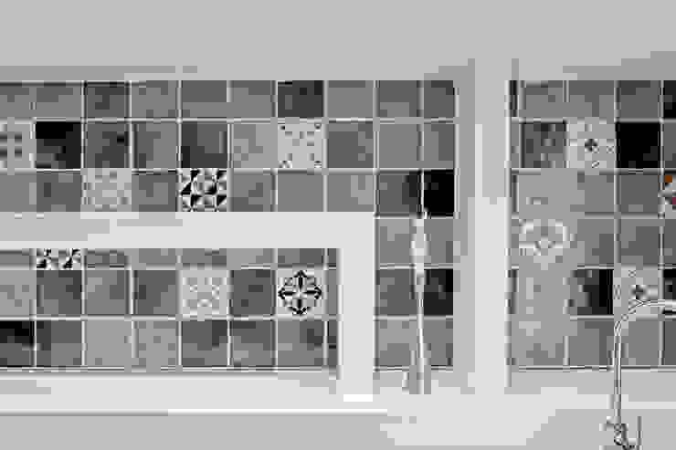 The View di Luca Bucciantini Architettura d' interni Minimalista Piastrelle