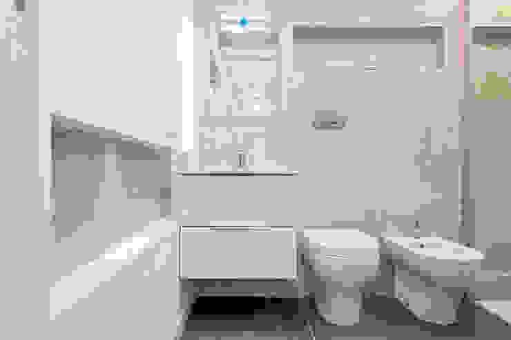 Luca Bucciantini Architettura d' interni Salle de bain minimaliste Tuiles Beige