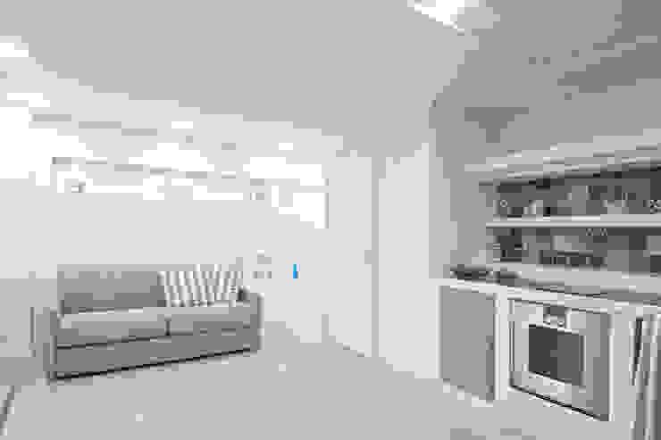 Luca Bucciantini Architettura d' interni Salon minimaliste Tuiles Blanc