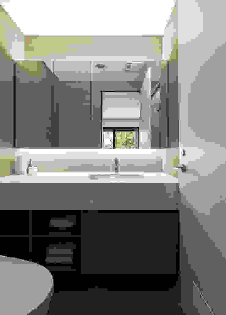 淇淋巧酥 現代浴室設計點子、靈感&圖片 根據 辰境室內裝修設計有限公司 現代風
