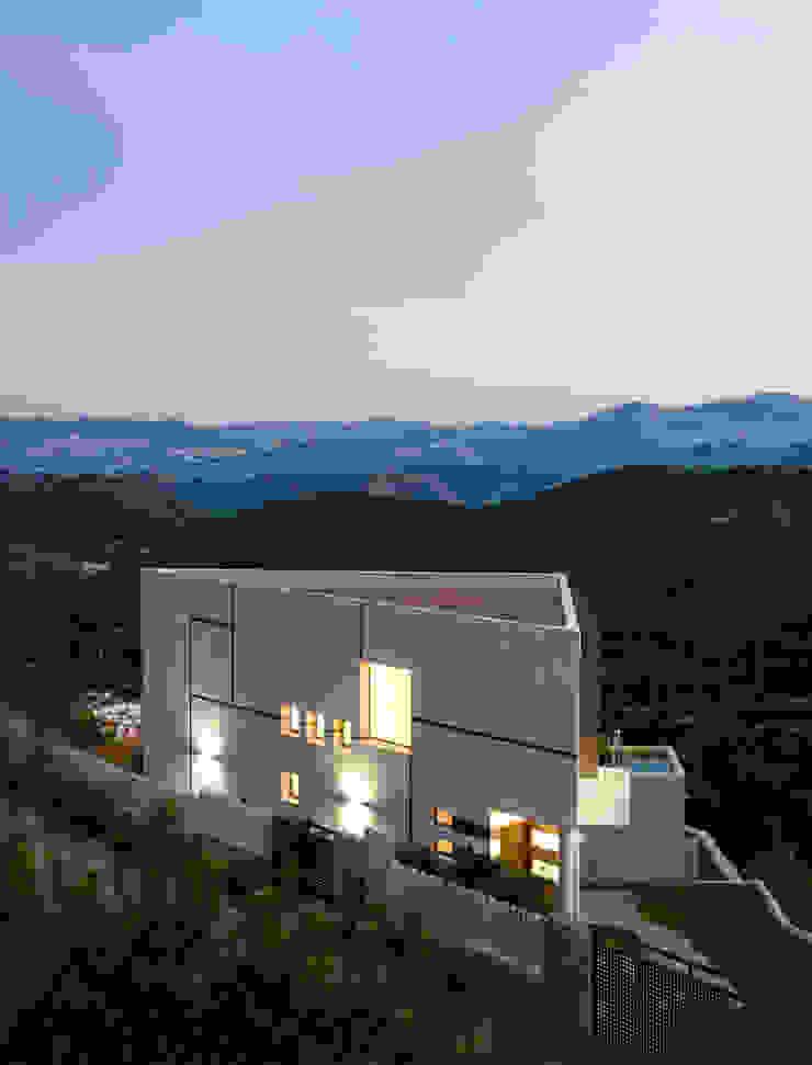 Vivienda Unifamiliar en la montaña. Acceso. de Barreres del Mundo Architects. Arquitectos e interioristas en Valencia. Moderno