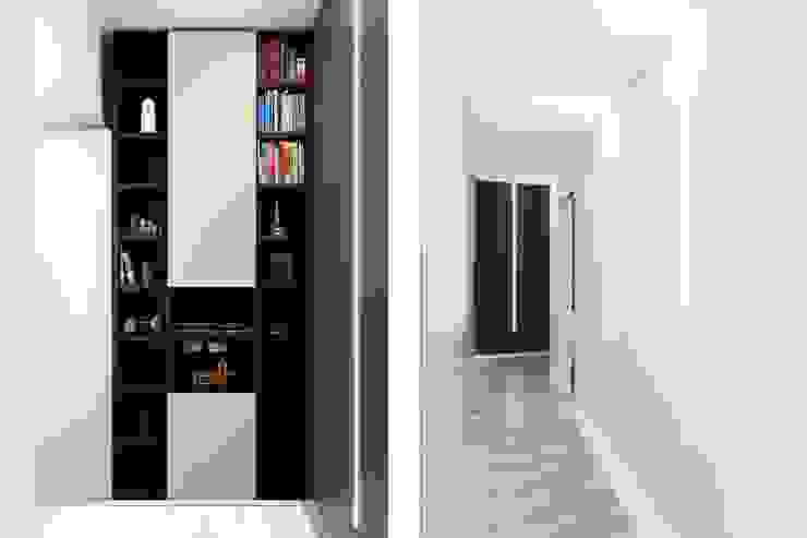 Modern Corridor, Hallway and Staircase by a2 Studio Borgia - Romagnolo architetti Modern