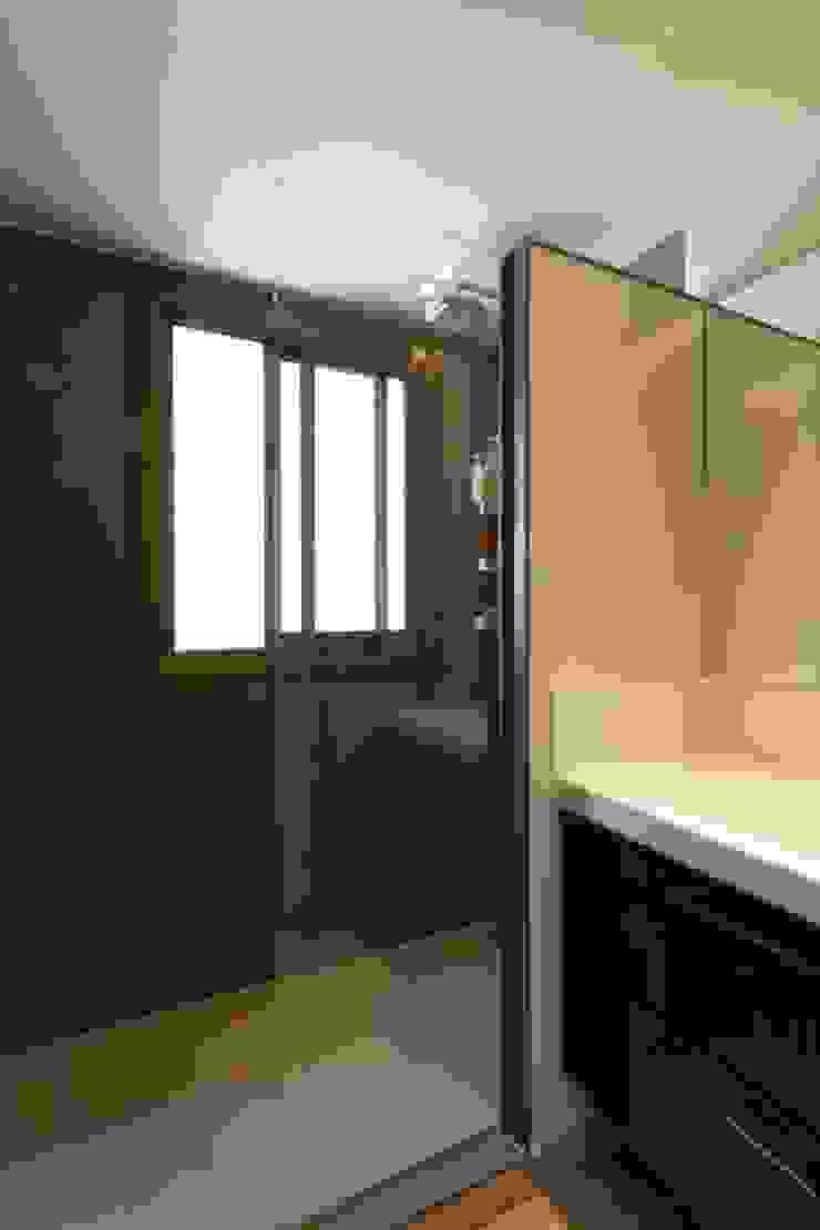 Baño CREAPROJECTS. Interior design. Baños de estilo ecléctico