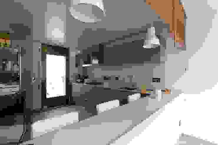Cocina abierta con barra Cocinas de estilo ecléctico de CREAPROJECTS. Interior design. Ecléctico