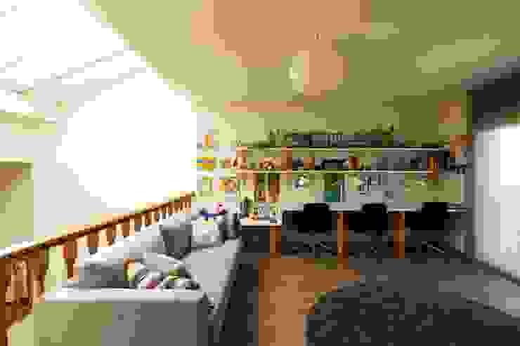 Reforma de vivienda unifamiliar de 3 plantas en Sant Just (Barcelona) CREAPROJECTS. Interior design. Estudios y despachos de estilo ecléctico