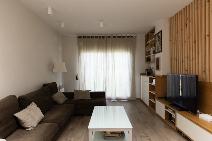 Salon Salones de estilo ecléctico de CREAPROJECTS. Interior design. Ecléctico