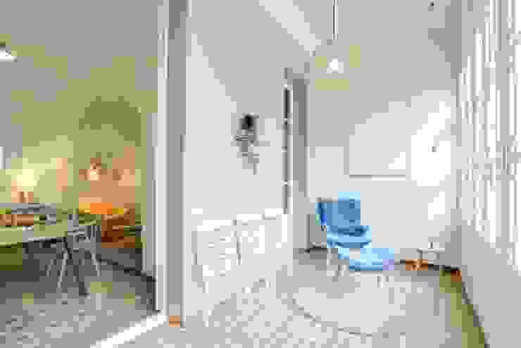 CREAPROJECTS. Detalle de galeria Balcones y terrazas de estilo escandinavo de CREAPROJECTS. Interior design. Escandinavo
