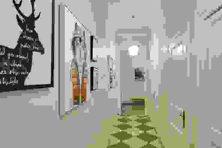 CREAPROJECTS. Pasillo Pasillos, vestíbulos y escaleras de estilo escandinavo de CREAPROJECTS. Interior design. Escandinavo